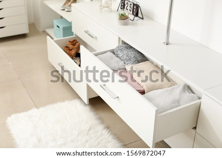 Drawers with clean clothes in dressing room Foto stock ©