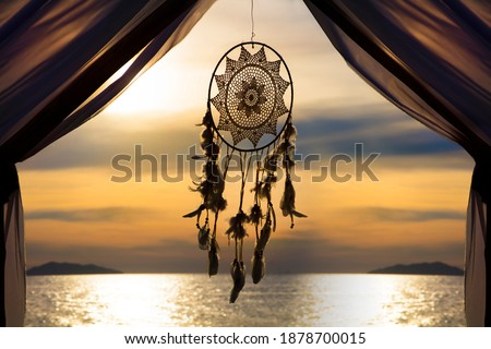 Dream catcher hanging against sun set before night Photo stock ©