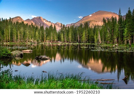 Dream Lake at sunset, showing lake and mountains, Rocky Mountain national Park Foto stock ©