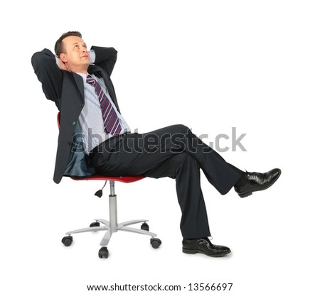 Фото со стока - сновидения бизнесмен сидит на офисный стул на белом фоне.