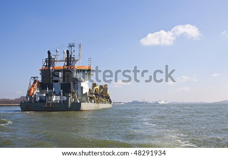 Dredger Oranje fully loaded back