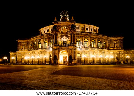 Dresden at night. Semper opera.
