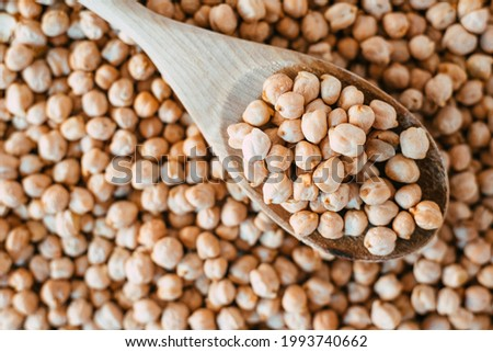 Dried chickpeas, a cheap vegetable source of protein. Foto stock ©