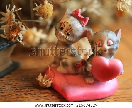 http://www.shutterstock.com/ru/pic-215894329/stock-photo-dried-daisy-flowers-retro-statuette-cat-kittens-love-heart-valentine-romance.html?src=jbJfCWTgnY9_1XyC6aDsVA-1-1