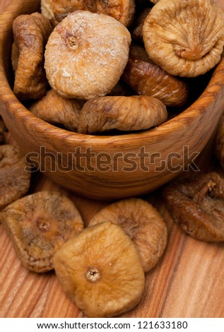 dried figs in a wooden bowl