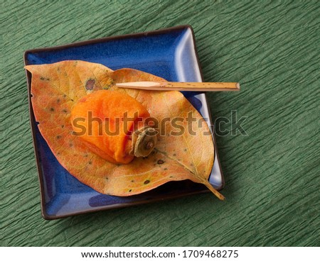 Dried persimmon on a plate。