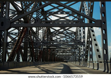 Driving across the Huey P. Long Bridge over the Missssippi River in Louisiana, USA; Concept for road trip in the USA and Louisiana