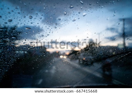 Drizzle on the windshield in the evening.