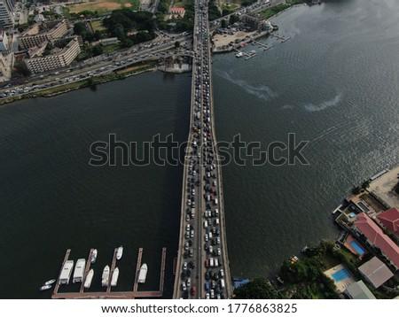 Drone shot of Lagos traffic, Lagos traffic on Ikoyi Victoria island link bridge, Lagos Nigeria. Foto stock ©
