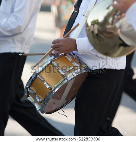 how to play snare drum marching band