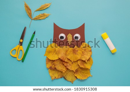 """dry leaves applique art autumn. little child making autumn decoration """"Owl"""" from leaves. Children's art project. DIY concept. Step-by-step photo instruction. Step 5"""