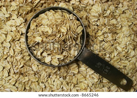 dry rolled oats or oatmeal with a half cup measure