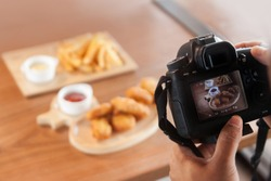 DSLR camera take a photo food at cafe