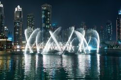 Dubai Dancing Fountain - wonderful evening show