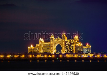 DUBAI, UAE-NOVEMBER 17: Night view Atlantis Hotel on November 17, 2012 in Dubai, UAE. The resort consists of two towers linked by a bridge, with a total of 1539 rooms.