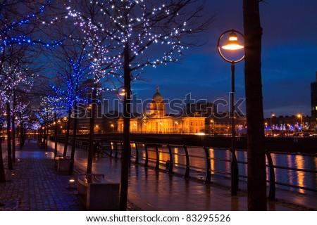 Dublin Custom House at dusk surrounded by lights