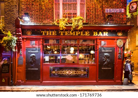 Dublin, Ireland - April 1 2013: Historic Temple Bar In Dublin, Ireland Temple Bar Historic District. This Landmark Medieval Area Is Known As Dublin\'S Cultural Quarter With Lively Nightlife.