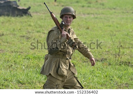DUBOSEKOVO, RUSSIA - JULY 13: a military history club member in WWII US Army uniform walks  during Field of Battle military history festival on July 13, 2013 in Dubosekovo, Russia