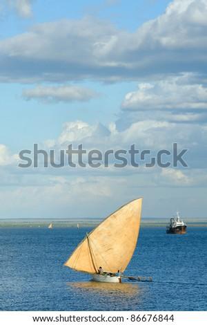 Dugout canoe, back the the harbour, mahajanga