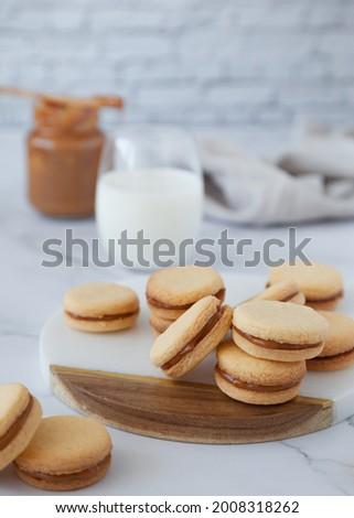 Dulce de Leche and Coconut Alfajores Foto stock ©