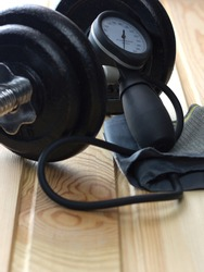 Dumbbell with tonometer. Sports and medicine.12