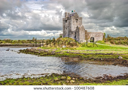 Dunguaire Castle (Irish D�ºn Guaire), is a 16th-century tower house on the southeastern shore of Galway Bay in County Galway, Ireland, near Kinvarra/Kinvara