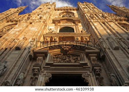 Duomo di Milano, Facade frontal below view