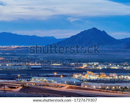 Dusk high angle view of the Frenchman Mountain and cityscape from Henderson View Pass at Nevada Stock fotó ©