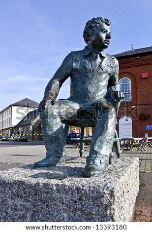 Dylan Thomas sculpture Swansea