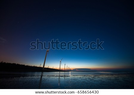 DYSK - Beautiful landscape of sea level reflect fantasy dramatic sunset sky and people's silhouette in Gaomei wetlands , the famous travel attractions in Taichung, Taiwan. Zdjęcia stock ©