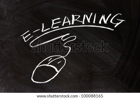 E-Learning and a mouse sign drawn on chalkboard