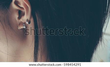 Earing on ear