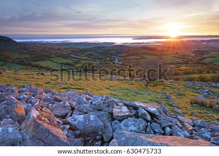 Early misty sunrise over the Cornish countryside from Stowes Hill, Bodmin Moor, Cornwall, England, UK Stockfoto ©