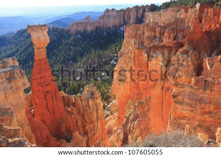 Early morning light in Agua Canyon lights up the orange sandstone hoodoos in Bryce Canyon National Park, Utah