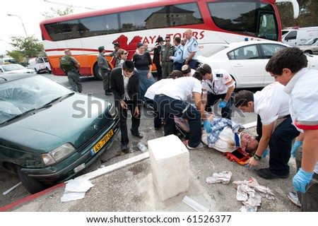 EAST JERUSALEM - SEPTEMBER 22: Police and medics attend Israeli Jews injured when their cars were attacked in reprisals after an Israeli security guard killed a Palestinian on September 22, 2010 in East Jerusalem