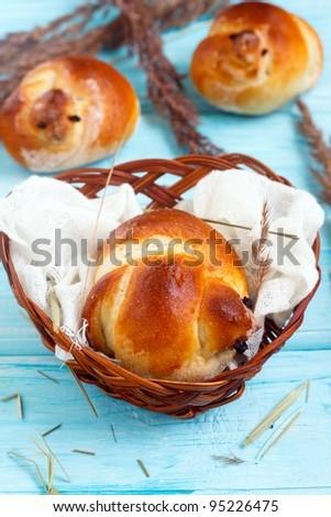 Easter bird buns