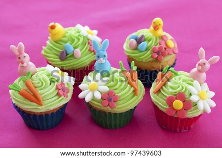 Easter cupcakes with bunnies, chicks, eggs, flowers and carrots made from icing sugar