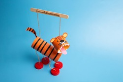 easy activity to do, tiger toilet paper roll craft for kid and kindergarten, DIY, year of the tiger craft, marionette from recycled materials