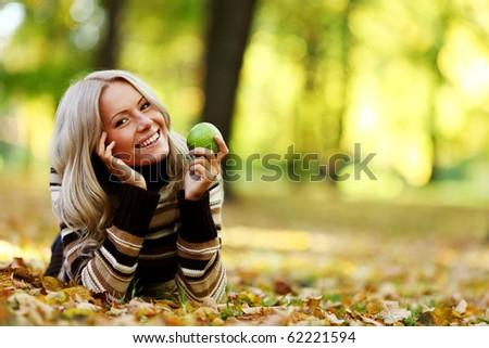 eat apple in autumn park