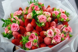 edible bouquet, strawberries in glaze, strawberries, flowers