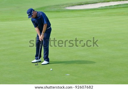 EDISON,NJ-AUGUST 26: Golfer Brian Davis watches his putt during the second round of the Barclays Tournament held at the Plainfield Country Club on August 26,2011 in Edison,N.J.