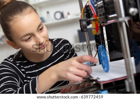 education, technology, kid with 3d printe