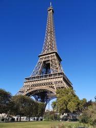 effiel tower summer sunny paris