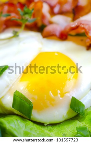 egg with bacon