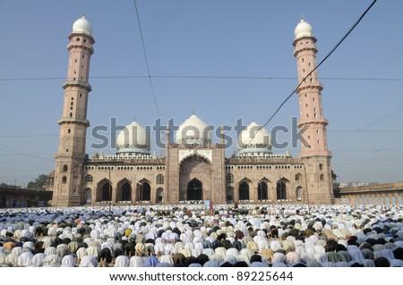 Eid Prayers at Taj-ul-Masajid  in Bhopal -India.
