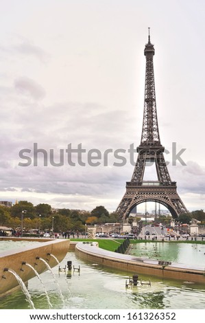 Eiffel tower view from Trocadero Ponds