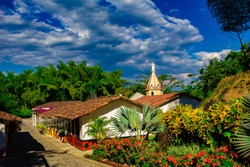 eje cafetero colombia lanscape mountains typical sky clouds bamboo houses coffee tourism quindio salento cocora andes volcano