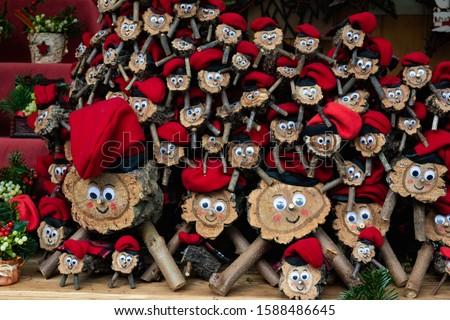 El caga tió or el tió de nadal. Catalan Christmas tradition consisting of asking for gifts from a wooden log Zdjęcia stock ©