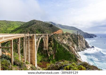 El Nino storm, fog, & gray skies at the Bixby Bridge, with aquamarine waters & rock formations, along the rugged Big Sur coastline, near Carmel and Monterey, CA. on the California Central Coast. Zdjęcia stock ©