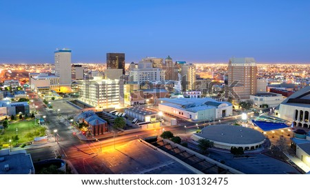El Paso Texas Skyline at Night. Downtown El Paso Texas skyline seen just after sunset. 16 x 9 aspect ratio. Space for copy. Foto stock ©